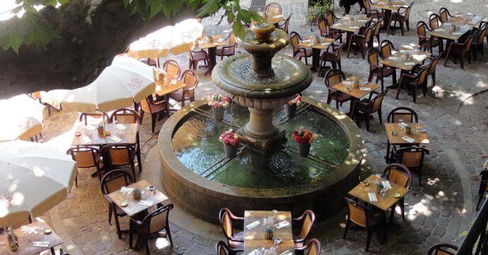 Fontaine du Thouron fleurie